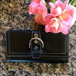 COACH LARGE Black LEATHER Wallet. NEVER USED!!
